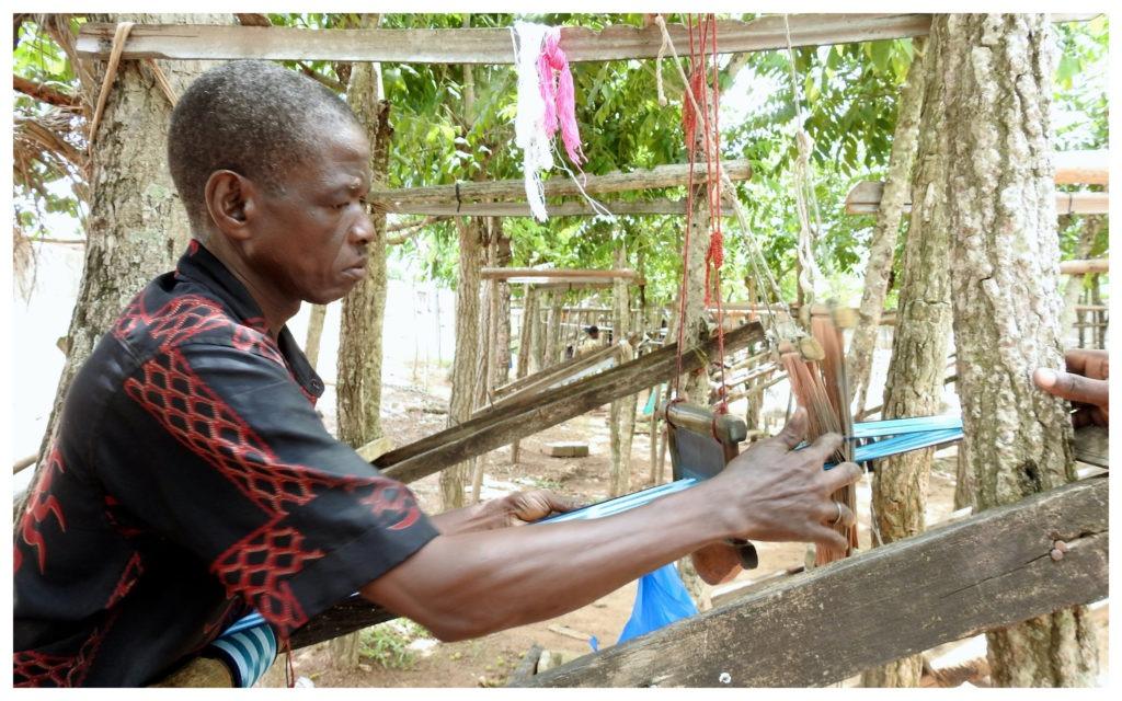 Tisserand âgé Pagne Baoulé Bomizambo