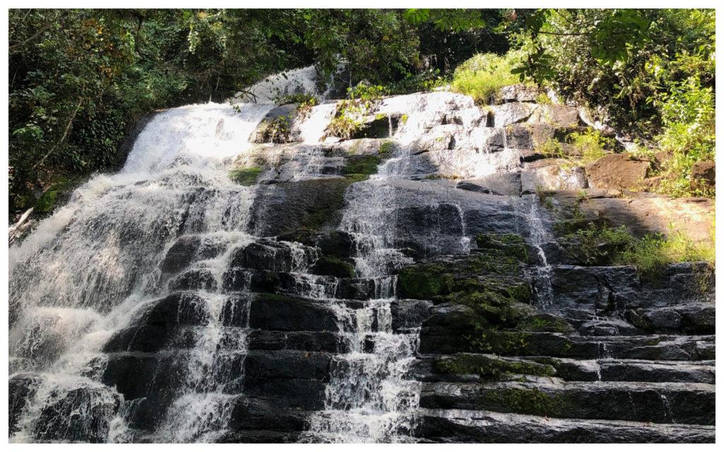 Man cascade naturelle